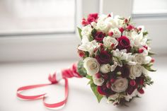 19 Trendy Ideas for flowers red arrangements wedding colors Diy Bouquet, Bride Bouquets, Floral Bouquets, Bridesmaid Bouquet, Red Wedding, Wedding Colors, Fall Wedding, Wedding Arrangements, Floral Arrangements