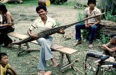 Playing the boat lute kutiyapi.  Iponan, Balungkud,  Dansulihon, Misamis Oriental.