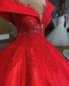 Abendkleider Lang Rot Long red evening dresses are very popular with a lot of women. Elegant Maternity Dresses, Elegant Dresses, Pretty Dresses, Red Ball Gowns, Ball Dresses, Prom Dresses, Red Wedding Gowns, Wedding Dress Sleeves, Long Red Evening Dress