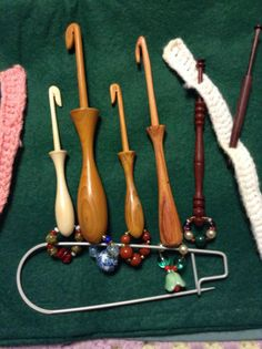 Hookie bobbins    for threads not able to make loop a groove in the neck of the bobbin Sieglinde Eckstein. Knitting stitch holders as bobbin holders for spangled bobbins.