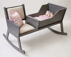 Rockid, a rocking chair and cradle in one! While softly swinging the rocking chair and reading a book or singing a lullaby, the baby falls asleep. When the baby outgrows the cradle, it is possible to reconstruct the Rockid into a rocking chair. Deco Kids, Happy Parents, Young Parents, Happy Mom, Everything Baby, Deco Design, Design Design, Baby Furniture, Furniture Ideas