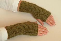 Brasil Tricô & Crochê - Handmade: Luvas sem dedos - tricô Fingerless Gloves, Arm Warmers, Fashion, Fingerless Gloves Knitting Pattern, Knit Mittens, How To Knit Mittens, Booties Crochet, Scarves, Sweater Vests