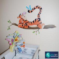 Muurschildering van Teigetje op een tak met vlinders