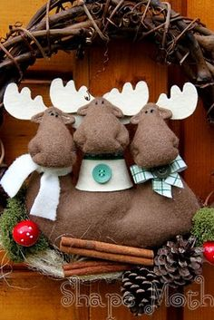 Christmas Wreath with moose. Handmade Christmas wreaths are the best. Christmas Is Coming, Christmas Time, Christmas Crafts, Xmas Wreaths, Home And Deco, Xmas Ornaments, Xmas Decorations, Hobbies And Crafts, Fall Crafts