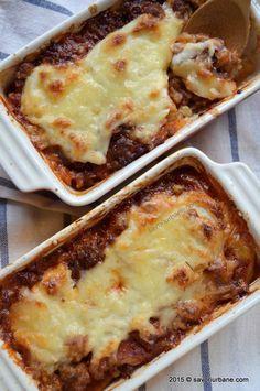 Musaca de cartofi Savori Urbane (18) Pork Recipes, My Recipes, Vegetarian Recipes, Cooking Recipes, Bechamel, Good Food, Yummy Food, Romanian Food, Lebanese Recipes