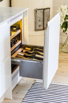 WineQueen, integroitava viinikaappi. http://maijanmaailma.fi/maailman-kaunein-kodinkone/