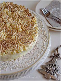 ...konyhán innen - kerten túl...: Krémes almás piskótatorta Hungarian Recipes, Hungarian Food, Sweet Cookies, Sweet And Salty, Cakes And More, Creme, Bakery, Deserts, Food And Drink