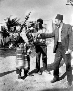 diaforetiko.gr : Felix J.Koch,1905,νερουλάς στη Θεσσαλονίκη.
