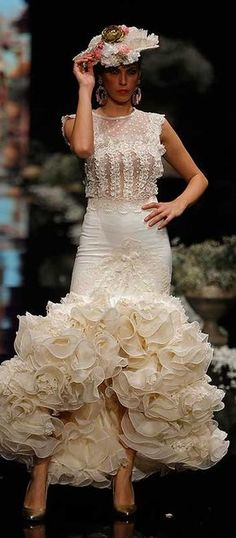 El Abanico Artesanía, Simof 2016 Structured Gown, Sunday Clothes, Spanish Fashion, Spanish Style, Bridal Gowns, Wedding Dresses, Dance Outfits, Beautiful Gowns, Creations