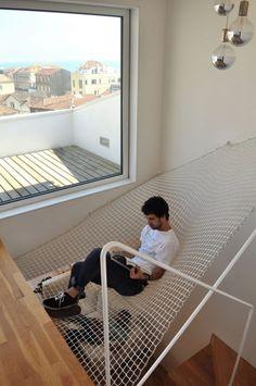 treppen freiraum design haengematte idee netz fenster leseecke modern