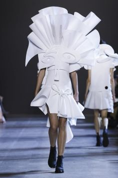 Viktor and Rolf Paris Haute Couture S/S 16 Collections - SHOWstudio - The Home of Fashion Film Live Fashion, Fashion Art, Fashion Show, Fashion Design, Men Fashion, Victor And Rolf, Textiles, Viktor Rolf, Runway Fashion