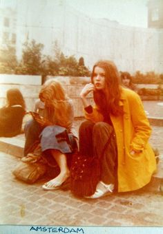 46 Cool Pics That Defined Lifestyle of Young Women in the ~ vintage everyday Vintage Street Fashion, 60s And 70s Fashion, Fashion Moda, Look Fashion, Womens Fashion, Fashion 2018, Retro Fashion, 1970s Aesthetic, Aesthetic Style