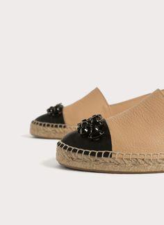 Já viu a nova coleção da Uterqüe? Temos para si os nossos últimosdesigns em roupa, malas, complementos e sapatos