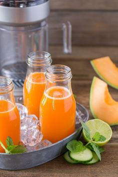 Cucumber Melon Refresher - A sweet and refreshing blend of cucumber, cantaloupe, carrot, lime and mint! Juice Smoothie, Smoothie Drinks, Fruit Smoothies, Healthy Smoothies, Healthy Drinks, Smoothie Recipes, Healthy Snacks, Healthy Recipes, Refreshing Drinks