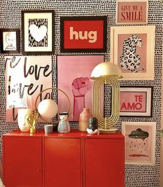 How to create a gallery wall & 7 tips to create the perfect gallery wall Design Living Room, Living Room Decor, Bedroom Decor, Wall Decor, Diy Wall, Wall Art, Inspiration Wand, Interior Inspiration, Decoration Design
