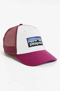 Patagonia P6 Logo LoPro Trucker Hat Sombreros Lindos 9cdb27cb9a3e
