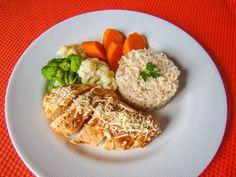 Yes Food Brasil - Linha SPA 380gr - Empratado, peito de frango marguerita com manjericão, tomate, queijo; arroz integral; brócolis, couve-flor e cenoura.