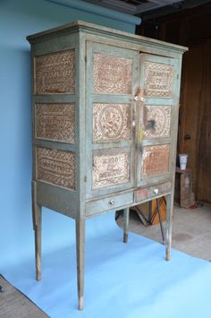 Word spread among antiquities collectors nationwide that a rare find was on the auction block in Clifton Forge. At the same time, the gossip around Alleghany County was that an Primitive Cabinets, Primitive Furniture, Woodworking Furniture, Antique Furniture, Painted Furniture, Farmhouse Furniture, Cabinet Furniture, Living Furniture, Living Room Sofa