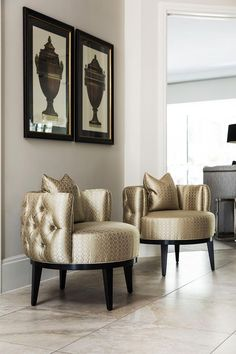 An inspirational luxury accent chair that makes an impact in this luxury entrance. Luxury Home Furniture, Luxury Homes Interior, Home Decor Furniture, Home Interior Design, Living Room Furniture, Living Room Decor, Diy Home Decor, Furniture Design, Modern Furniture