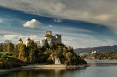 © Adam Falkowski Zamek w Niedzicy (Zamek Dunajec), Polska Niedzica Castle (Dunajec Castle), Poland  The Niedzica Castle (up to the 19th century called Dunajec Castle) was build by the Hungarians in the first quarter of the 14th century. It stood long centuries as a frontier post on the Dunajec river keeping watch over the northern frontier of the Spisz territory, just opposite the Polish Castle Czorsztyn across the river.