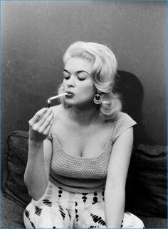 Portrait of American actress Jayne Mansfield Jayne Mansfield, Old Hollywood Glamour, Vintage Hollywood, Classic Hollywood, Hollywood Stars, Women Smoking, Girl Smoking, Smoking Room, Stephane Audran