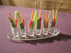 Shot Glass Dips for Crudite Halloween Appetizers, Appetizers For Party, Individual Appetizers, Veggie Appetizers, Appetizer Ideas, Party Snacks, Diy Thanksgiving Centerpieces, Tastefully Simple Recipes, Crudite
