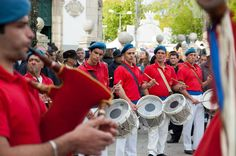 Músicos de uma fanfarra em apresentação na cidade de Barcelos, distrito de Braga, em Portugal.  Fotografia: Feliciano Guimarães.