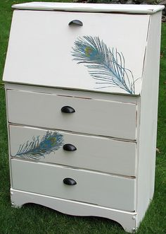 Gorgeous peacock feather secretary desk (how to transfer ink jet printed image with acetone) Diy Furniture Plans, Funky Furniture, Painted Furniture, Home Furniture, Refinished Furniture, Furniture Refinishing, Funky Home Decor, Boho Decor, Diy Home Decor