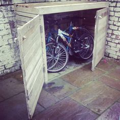 Have you ever thought of building your own upcycled pallet bike shed? If not here;s one for your help. Having a durable shape, low cost an tendency to be modified into any shape, the wooden pallets are becoming perfect choice for home furniture. This pallet shed has been thought out carefully for providing a bike …