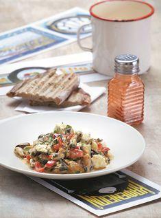 Πιάτο με θαλασσινή αύρα και έντονο ελληνικό στοιχείο λόγω της φέτας. Ένας εξαιρετικός μεζές για να συνοδέψετε ούζο ή λευκό κρασί. Greek Appetizers, Salad Bar, Greek Recipes, Meals For The Week, Seafood Recipes, Food And Drink, Yummy Food, Bread, Fish