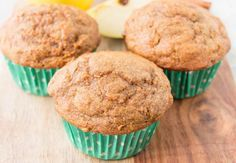 These moist, soft and fluffy muffins are made with whole wheat flour, coconut oil and sweetened with maple syrup. They are absolutely delicious and healthy too! Sin Gluten, Slimming World, Crockpot, Carrot Muffins, Muffin Bread, Kinds Of Desserts, Breakfast Muffins, Muffin Recipes, Healthy Baking