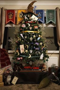 20 Christmas tree decoration ideas, including this Harry-Potter-book themed Christmas tree. Click through for more DIY Christmas decor inspiration!