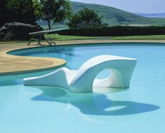 MID-CENTURY MODERN STYLE. Donnell Garden,1948, Sacramentto, California. Thomas Church, landscape architect, Kidney-shaped pool with sculpture island. Sculpture by Adaline Kent / photo by Peter Anderson