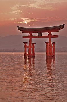 Three views of Japan- Miyajima Torii at sunset [Worldheritage] Japanese Wave Painting, Japanese Waves, Torii Gate, Miyajima, Famous Places, Kyoto Japan, Japanese Culture, Japan Travel, The Good Place