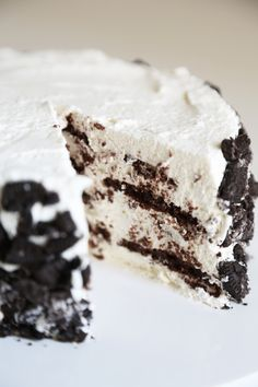 This no-bake cake is like a giant Oreo cookie!