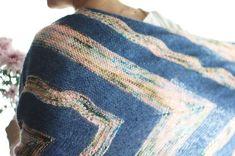 Y por el momento mi último proyecto acabado de este 2017 es este Birds of a Feather shawl diseñado por @dreareneeknits y que aparecía en el segundo número de la @laine_magazine . Cuál es el tuyo? Etiquétalo con el hashtag #tejiendohastaelfinal para que podamos verlo y empezar el 2018 a tope de inspiración  . #lana #lanas #yarn #wool #garn #olannyarns #mohair #birdsofafeathershawl #andreamowrydesigns #knit #knitting #punto #tricot #adosagujas #hacerpunto #tejermola #strikk #breien #stricken…