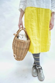 Yellow Co, Sartorialist, Linens And Lace, Comfy Casual, Elegant Outfit, Mode Style, Fashion Colours, Dress Codes, Fashion 2017