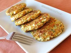 Mini hamburguesas de calabacín, zanahoria y mozzarella - http://www.monstruorecetas.es/2017/04/hamburguesas-calabacin-zanahoria.html
