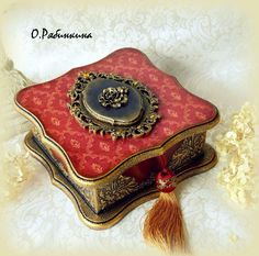 Inspired by how this is finished with it's trim and texture. Decoupage Vintage, Decoupage Box, Vintage Tile, Vintage Crafts, Decorative Accessories, Decorative Boxes, Idee Diy, Pretty Box, Altered Boxes