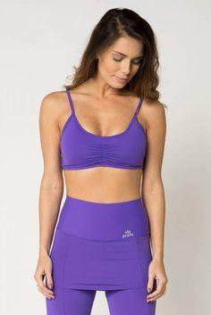 67b80062e Top fitness esportivo feminino em tecido liso e com efeito compressivo na  cor roxa