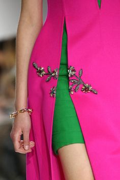 Christian Dior Fall 2014 RTW - Details - Fashion Week - Runway, Fashion Shows and Collections - Vogue Haute Couture Style, Couture Details, Fashion Details, Look Fashion, High Fashion, Fashion Show, Fashion Design, Fashion Week Paris, Runway Fashion