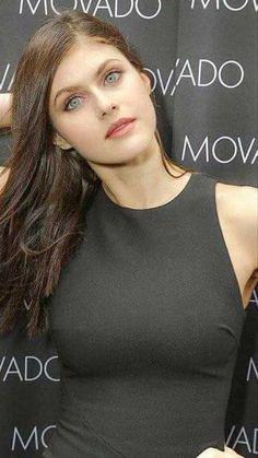 Alexandra Daddario Bio, Age, Affairs & Movies - Famous World Stars Hollywood Celebrities, Hollywood Actresses, Alexandra Anna Daddario, Gorgeous Women, Beautiful People, Beautiful Actresses, Celebs, Glamour, Female