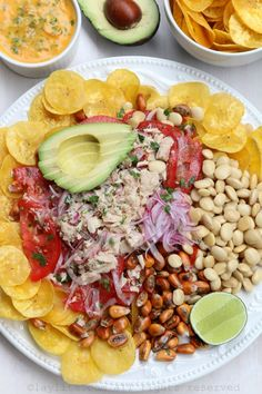 Salmon and tuna poke inspired ceviche – Laylita's Recipes Tuna Fish Recipes, Salmon Recipes, Seafood Recipes, Mexican Food Recipes, Healthy Recipes, Healthy Snacks, Meals Under 400 Calories, Latin American Food, Latin Food