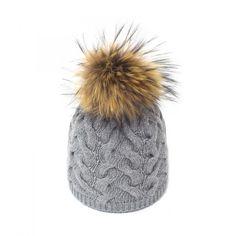 Fashion Fur Hat. Bonnet Pompon Fourrure. Italian style 100% fashion.