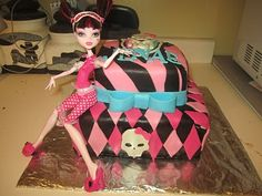Confessions of a Scrapaholic: #115 Gypsy Wanderings - Monster High Cake
