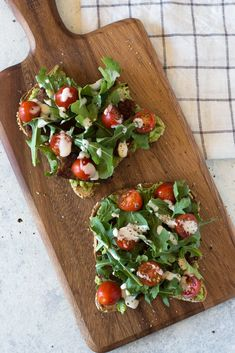Vegan BLT Toast with tempeh and avocado on seeded bread with cherry tomatoes, arugula, and cashew mayonnaise. Gluten-free, oil-free, delicious and easy to make. Try it out for a light lunch or meal! | Toast Ideas | Flora & Vino | Vegan Dinner Recipes, Vegan Breakfast Recipes, Delicious Vegan Recipes, Healthy Recipes, Vegetarian Options, Free Recipes, Healthy Food, Healthy Eating, Plant Based Recipes