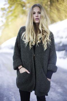 Maria Skappel // winter look Chunky Knitwear, Curvy Dress, Knit Fashion, Knit Jacket, Sustainable Fashion, Female Fashion, Womens Fashion, Knit Crochet, Winter Fashion