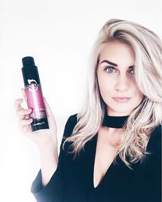Bleached hair needs a lot of TLC it can be dry and damage easily so when you add heat it can really ruin your hair! However I've got a secret weapon from @catwalkbytigi the haute iron spray keeps hair shiny and nourished while protecting against heat up to 450 degrees! 💕 #catwalkbytigi #ad #bblogger