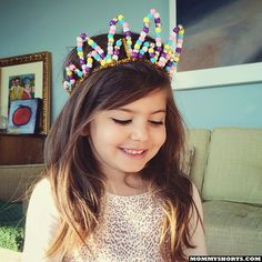 Gift your birthday boy or girl with one of @mommyshorts' pipe cleaner crowns for a royal birthday hat! #GeorgeTurns1