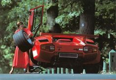 Changing the tires of a Lamborghini Countach isn't an easy job…